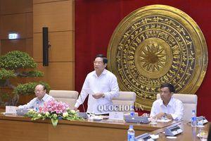 Chủ tịch Hội đồng Dân tộc Hà Ngọc chiến tiếp Đoàn đại biểu người có uy tín tỉnh Trà Vinh