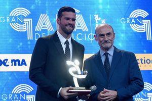 Thủ thành số 1 của Liverpool được vinh danh ở Italia