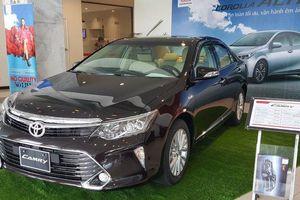 Vì sao Toyota Camry loạn giá tại đại lý, có nơi giảm 30 triệu đồng?
