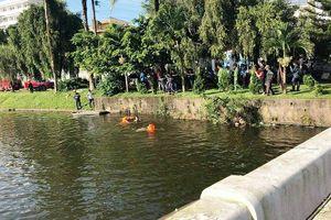 Phát hiện nam thanh niên chết dưới hồ, thi thể có 2 vết thương