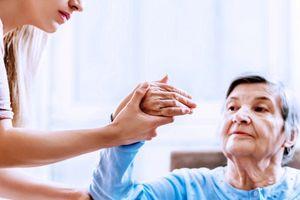 Chăm sóc sau đột quỵ như thế nào để không bị liệt?