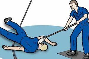 Các bước cơ bản bạn bắt buộc phải nhớ nếu muốn cứu người bị điện giật