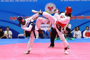 Kim Tuyền thắng chật vật đàn em Kim Ngân