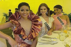 H'Hen Niê gây chú ý tại Miss Universe với dải băng đỏ trên tay