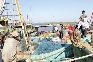 Giúp ngư dân vươn khơi đánh bắt an toàn, đúng luật