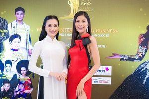 Á hậu Nguyễn Thị Thành đọ dáng với nữ hoàng sắc đẹp Trần Huyền Nhung
