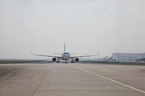 Hành khách 'làm loạn' khi máy bay phải chuyển hướng vì thời tiết xấu
