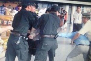 Hai hành khách lại gây rối trên máy bay