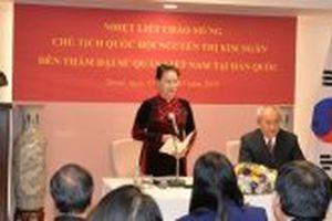Chủ tịch Quốc hội Nguyễn Thị Kim Ngân gặp đại diện cộng đồng người Việt Nam tại Hàn Quốc
