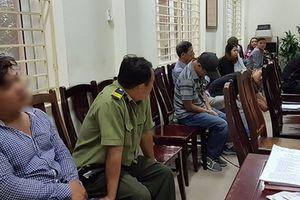 Bắt quả tang nhân viên bảo vệ ở VFF cùng hàng chục 'cò vé' trận Việt Nam-Philippines