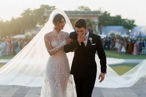 Hoa hậu Thế giới 2000 tung ảnh đám cưới với tình trẻ Nick Jonas