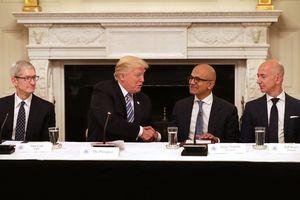 'Cuộc đua tam mã' giữa Amazon, Apple và Microsoft