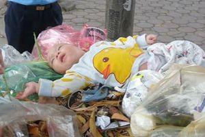Bé trai bị bỏ rơi trong thùng rác giữa phố Hà Nội