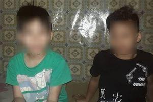 Hà Nội: Đang chơi trong ngõ, hai bé trai bị đàn chó lao ra cắn