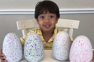 Cậu bé 7 tuổi kiếm 22 triệu USD một năm nhờ đánh giá đồ chơi trên YouTube