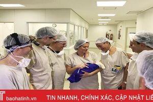 Em bé đầu tiên trên thế giới chào đời từ tử cung người chết