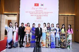 Đỗ Trịnh Hoài Nam và BST thời trang tham gia giao lưu văn hóa Việt-Hàn