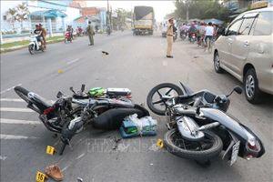 Tai nạn liên hoàn khiến hai vợ chồng đi xe máy tử vong