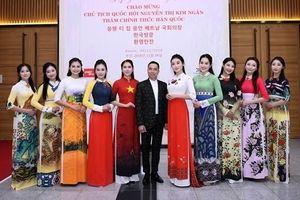 NTK Đỗ Trịnh Hoài Nam trình diễn BST khai mạc chương trình giao lưu văn hóa Việt – Hàn