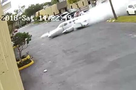 Clip: Tai nạn thảm khốc khiến máy bay biến thành quả cầu lửa