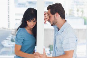 Người chồng bất lực khi vợ bị cuốn theo sức hút của sàn nhảy