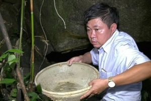 Thanh Hóa: Người dân đi tìm dược liệu phát hiện hang động nghi chứa cổ vật bên dòng suối