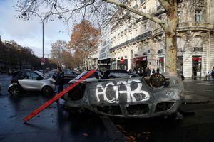 Bạo loạn Pháp: Phe 'Áo vàng' đòi cả cái bánh mì thay vì vài mẩu vụn
