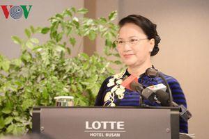 Chủ tịch Quốc hội gặp mặt các gia đình đa văn hóa Việt Nam – Hàn Quốc
