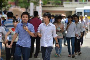 Lo ngại sinh viên bỏ học vì học phí tăng?