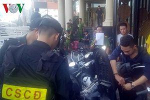 Cảnh sát đột kích karaoke cao cấp ở Nha Trang, phát hiện nhiều ma túy