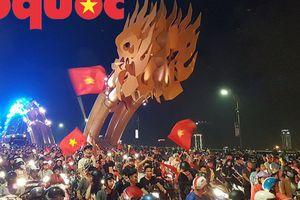 Người dân Đà Nẵng đổ ra đường mừng chiến thắng của đội tuyển