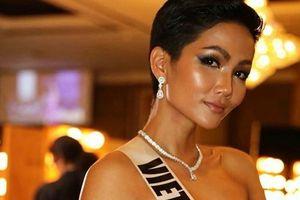 H'Hen Niê nói tiếng Anh trong clip phỏng vấn ngắn của Vogue Thai