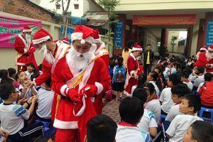 Rút văn bản cấm ông già Noel tặng quà Giáng sinh trong trường học