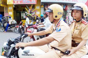 Tăng cường nữ cảnh sát điều tiết giao thông Sài Gòn đêm nay