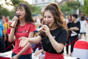 Hương Tràm gửi thư tay cho Công Phượng, hát cổ vũ tuyển Việt Nam