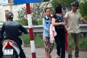 Hà Nội: Vừa móc túi trước Bệnh viện Bạch Mai, 'nữ quái' bị cảnh sát tóm gọn