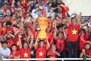 Cả nước xuống đường mừng chiến thắng của đội tuyển Việt Nam