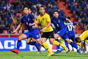Dàn cầu thủ Malaysia chế giễu thủ môn Chatchai của tuyển Thái Lan