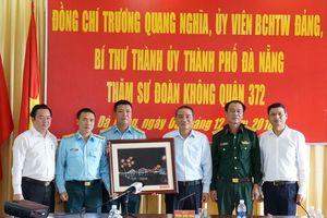 Bí thư Thành ủy Trương Quang Nghĩa thăm Sư đoàn Không quân 372