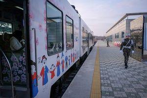 Hai miền Triều Tiên thử nghiệm chuyến tàu đầu tiên xuyên biên giới