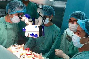 Vi phẫu tái tạo thành công phần chân hoại tử cho bệnh nhân bị rắn độc cắn