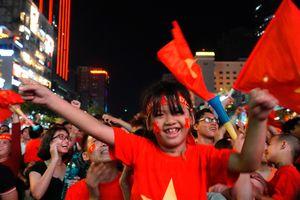 Gặp Malaysia ở chung kết, hàng triệu người Việt Nam xuống đường ăn mừng