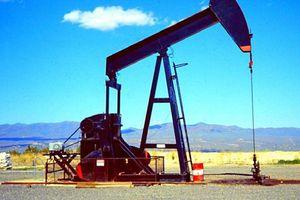 Giá dầu thô đồng loạt giảm trước thềm cuộc họp của OPEC