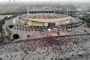 'Bay' trên sân Mỹ Đình trước giờ bóng lăn trận Việt Nam vs Philippines