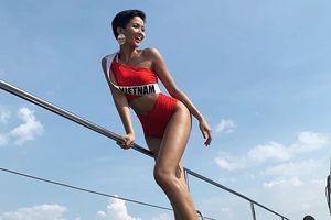 H'Hen Niê lần đầu mặc bikini, khoe dáng nóng bỏng tại Miss Universe