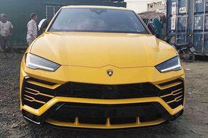 Khui công Lamborghini Urus thứ 3 về Việt Nam với màu ngoại thất đặc trưng