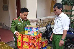 Nghệ An: Dùng xe container giấu 5 tạ pháo trong rau củ quả