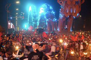 Đội tuyển Việt Nam vào chung kết, hàng triệu người đổ ra đường ăn mừng
