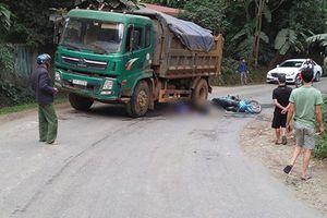 Yên Bái: Sau va chạm với xe tải, hai vợ chồng thương vong trên đường đi đám hiếu