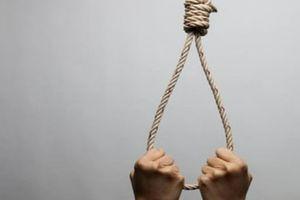 Một chủ tịch xã treo cổ tự tử sau nhà